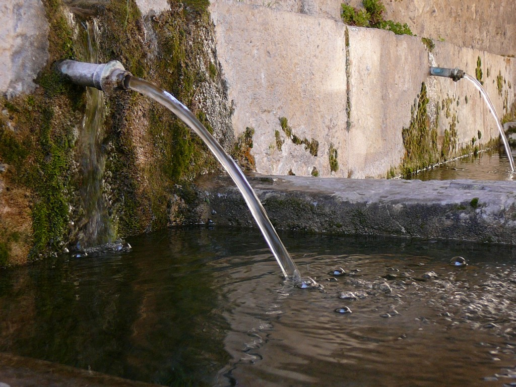 L'eau, fontaine de vie Colline Jean Giono