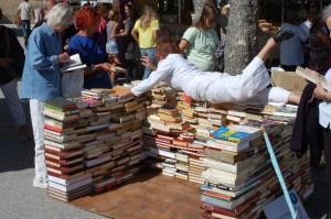 Un mur fait de livres - Mur des connaissances et du partage, mur contre l'ignorance