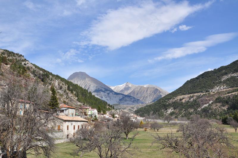 Prads Haute Bléone dans les Alpes de Haute-Provence un des lieux évoqués dans J'ai grandi de Christian Garcin