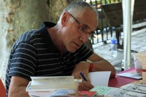 René Frégni en dédicaces au Salon du livre de Riez