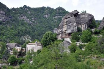 Eglise dans les grès d'Annot