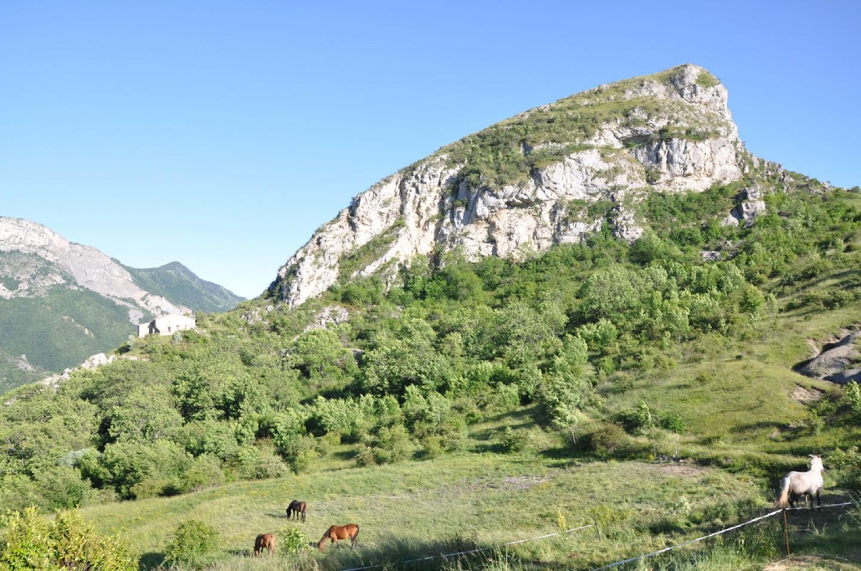Le rocher de Dromon à Saint-Geniez