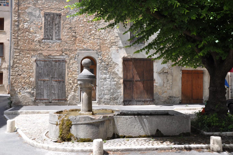 Fontaine du village de Barrême